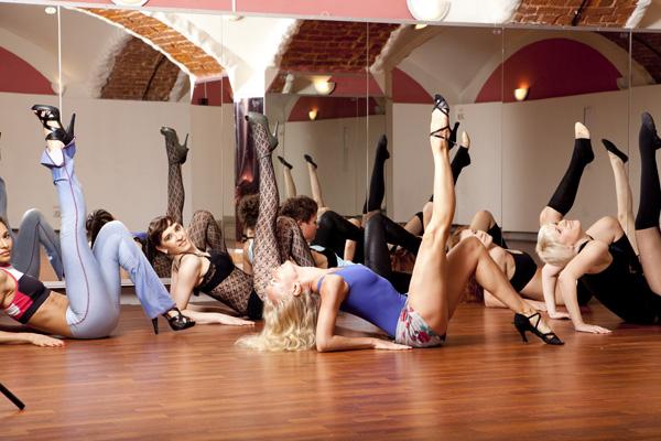 "Школа танца ""Exotic Dance"" - фотогалерея танцевальной школы - Стриппластика (1 канал, ""Хочу знать"")"